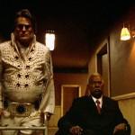 Elvis non è morto, ma vive in un ospizio con la prostata problematica, e con un tizio a cui hanno trapiantato il cervello di JFK. Ed assieme devono affrontare una mummia che vuole uccidere tutti quei poveri vecchini. Basterebbe questo a far ridere, ma nel film c'è molto molto di più.