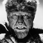E ad Halloween non possono mancare i Lupi Mannari, per cui noi scegliamo di farci fare compagnia dal primo licantropo della storia del cinema: quell'uomo lupo del 1941, il cui orrore deriva più dal fatto di non potersi opporre ad un destino inevitabile, che dal mostro in sè.