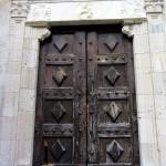 il portone ligneo della Chiesa di Santa Maria di Mili