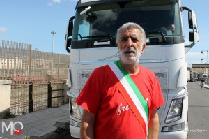 Renato Accorinti blocca i tir