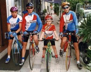 Foto fornita da Michele Bonasera. Da sinistra Raffaele Allò, Giuseppe Bongiovanni, Antonio Nibali, Vincenzo Nibali, all'epoca 13enne