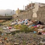 21 agosto 2014 Zafferia, i rifiuti invadono il torrente a ridosso di villa Cianciafara (6)