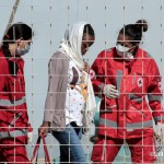 27 agosto 2013 Sbarco migranti al porto di Messina (12)
