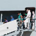 27 agosto 2013 Sbarco migranti al porto di Messina (16)