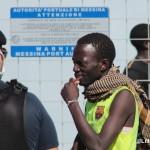 27 agosto 2013 Sbarco migranti al porto di Messina (23)