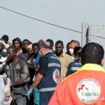 27 agosto 2013 Sbarco migranti al porto di Messina (24)