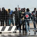 27 agosto 2013 Sbarco migranti al porto di Messina (26)