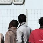 27 agosto 2013 Sbarco migranti al porto di Messina (27)