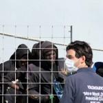 27 agosto 2013 Sbarco migranti al porto di Messina (28)