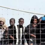 27 agosto 2013 Sbarco migranti al porto di Messina (29)