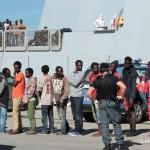 27 agosto 2013 Sbarco migranti al porto di Messina (30)