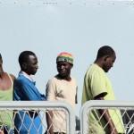27 agosto 2013 Sbarco migranti al porto di Messina (32)