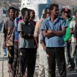 27 agosto 2013 Sbarco migranti al porto di Messina (39)