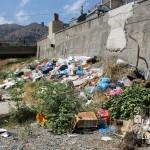 1 settembre 2014 rifiuti e suppellettili invadono il torrente Zafferia,  rischio idrogeologico  ed inquinamento ambientale (2)