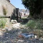 1 settembre 2014 rifiuti e suppellettili invadono il torrente Zafferia,  rischio idrogeologico  ed inquinamento ambientale (3)