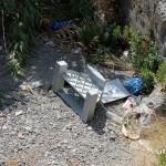 1 settembre 2014 rifiuti e suppellettili invadono il torrente Zafferia,  rischio idrogeologico  ed inquinamento ambientale (7)