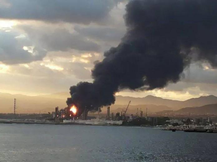 Boato e fiamme, incendio alla raffineria di Milazzo