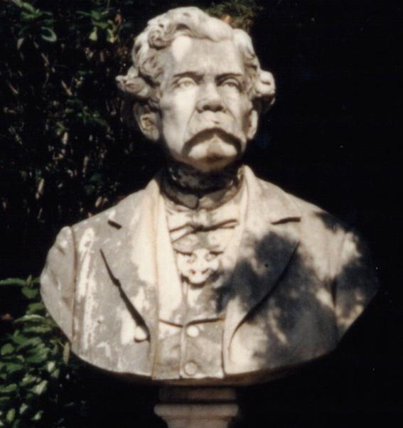 Busto dedicato a Leone Savoja