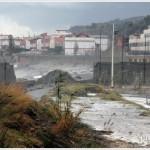 Galati Marina la mareggiata del 7 novembre 2014 invade l'area del campo di calcio  (1)