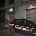 Carabinieri davanti alla farmacia