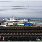 Nave in manovra al porto di Tremestieri