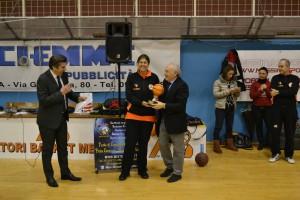 Cristina Correnti premia l'ex provveditore Ricevuto