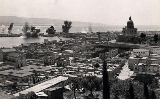 Messina in bianco e nero una storia di guerra for La casa aperta del piano progetta una storia