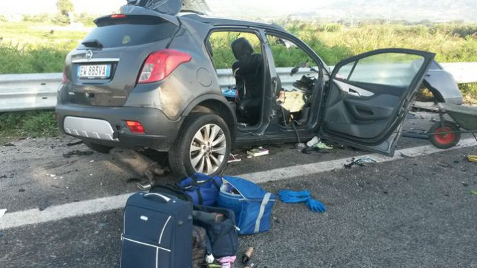 Scontro frontale auto-tir: morti finanziere di Messina, moglie e figli