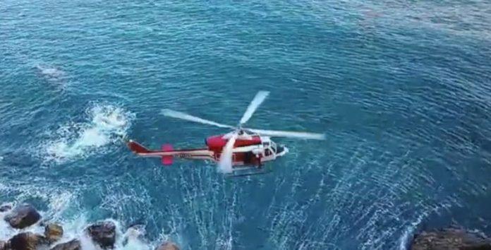 Si tuffa in mare da 60 metri, è grave