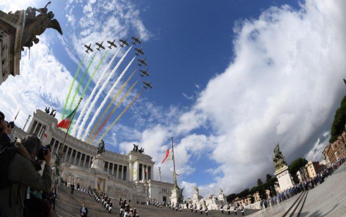 Dall'Italia/ Festa della Repubblica, Mattarella: Valori '46 ci guidano per futuro pace
