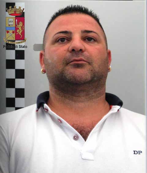 Nervoso per la visita degli agenti Nascondeva 12 dosi di cocaina