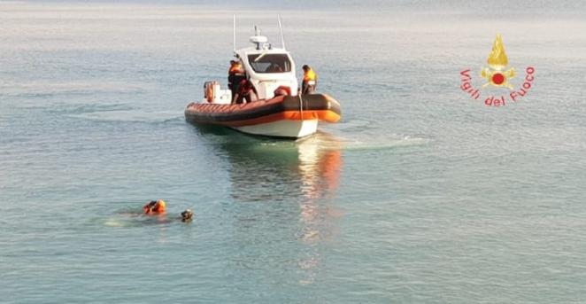 Si appisola sul materassino e finisce nello stretto di Messina