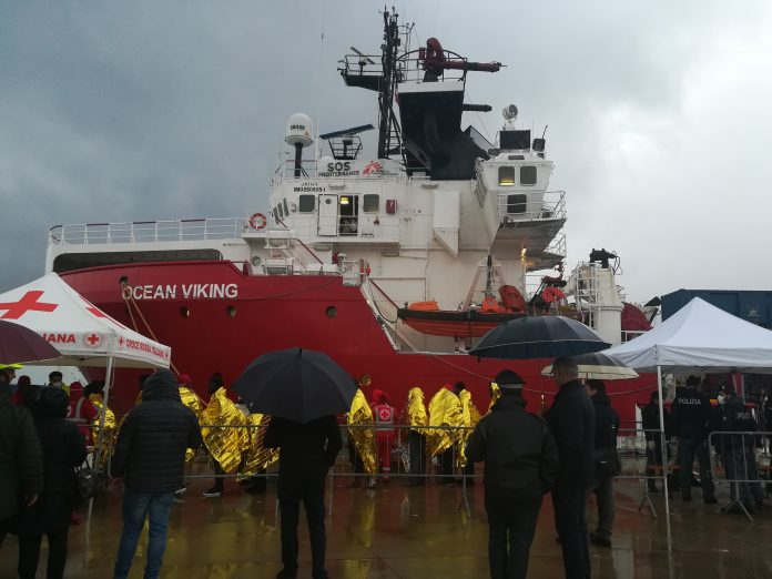 Migranti, Ocean Viking a Messina