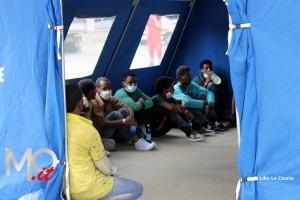 Sbarco migranti profughi 26 giugno 2014 (17)