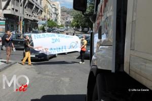 Blocco Cavalcavia attivisti Pinelli e altri 1 luglio 2014 (8)